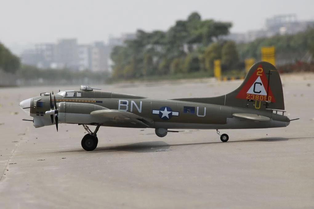 B-17 Flying Fortress  Freewing Model