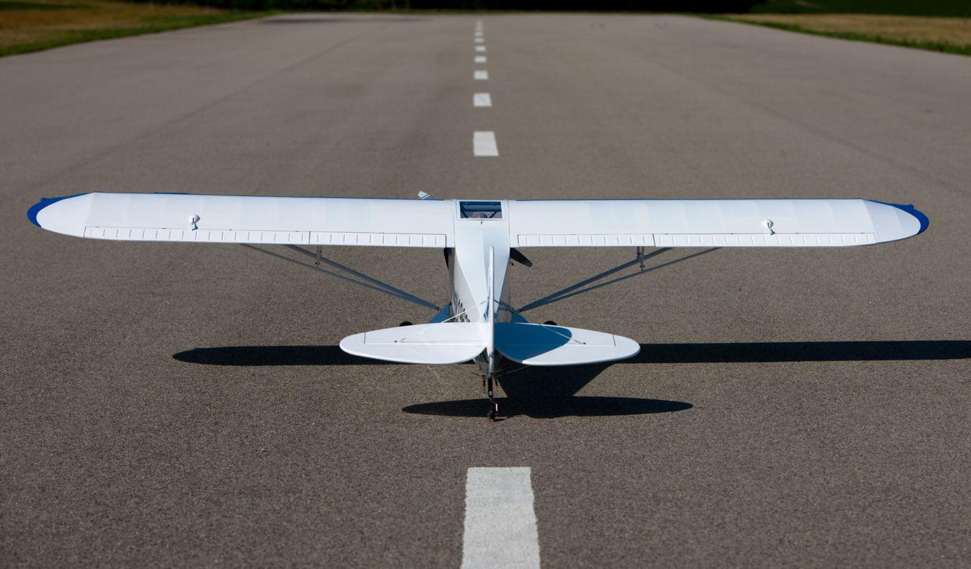 PA-18 Super Cub hangar 9