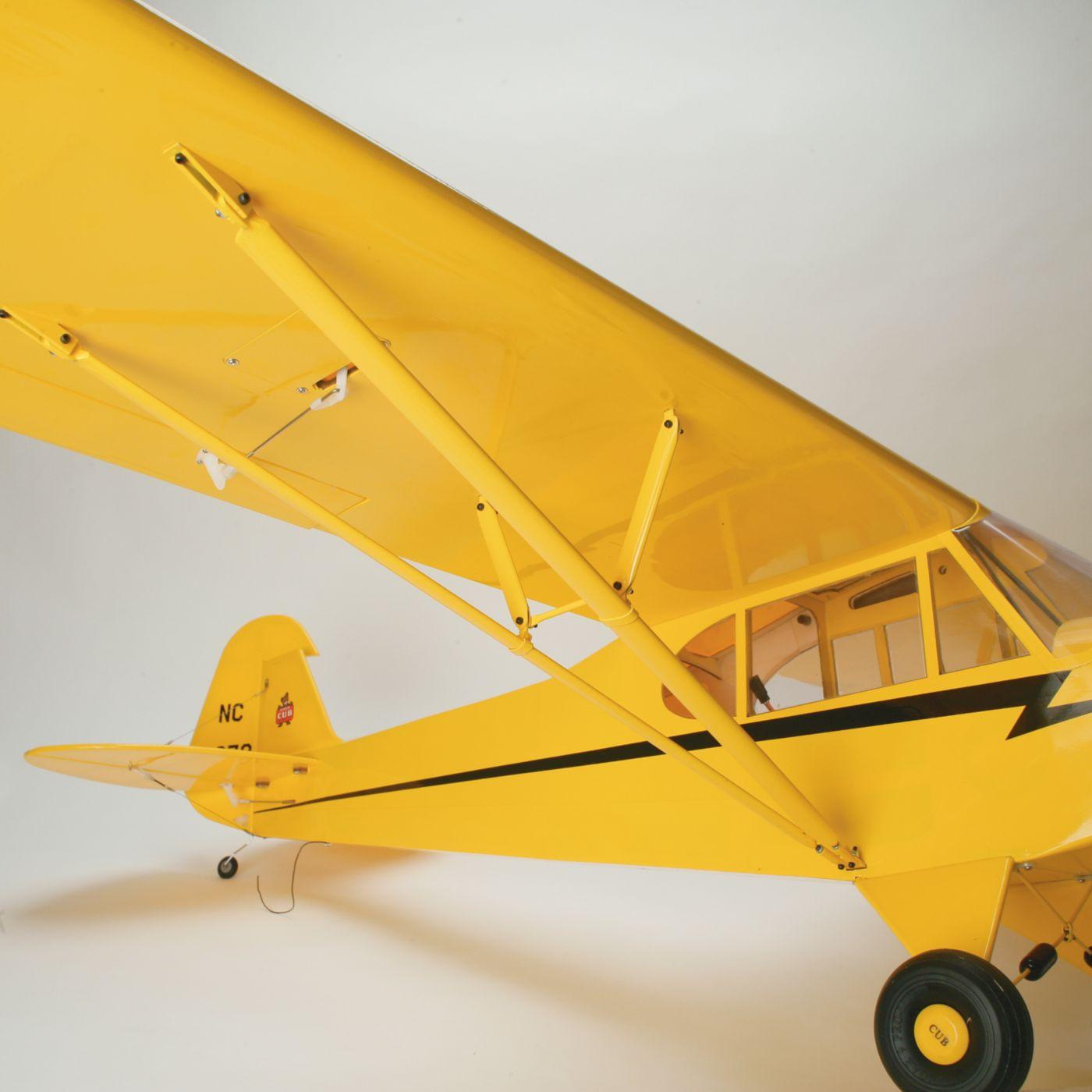 Piper Cub J-3 hangar 9